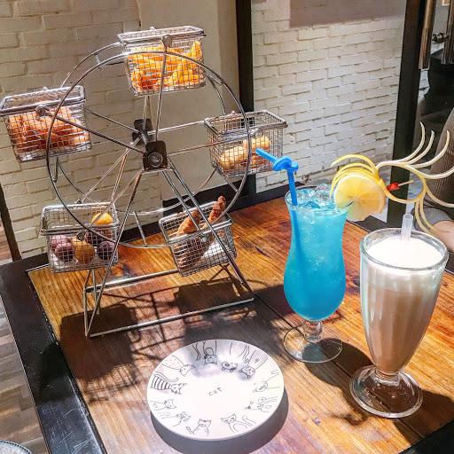 為了摩天輪來的哈哈🎡 🔍旋轉吧!徒步經典摩天輪$280 🔍藍色夏威夷$180 🔍英式鮮奶茶$100