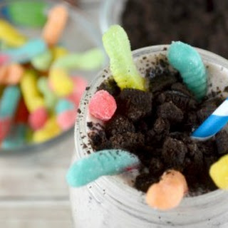 Worms and Dirt Cookies and Cream Milkshakes