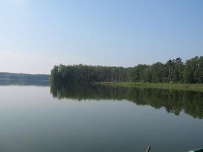 Photo: Niczym nie zmącona tafla jeziora Wędromierz. Napawamy wzrok pięknymi widokami.