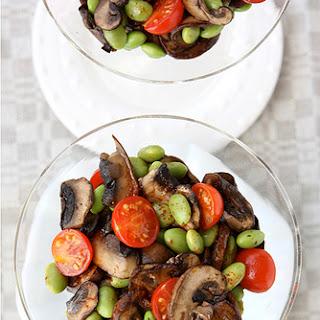 Mushroom, Edamame & Tomato Salad with Smoked Paprika Dressing