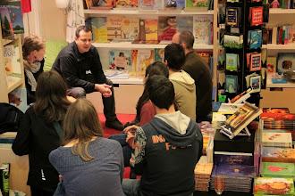 Photo: Pripovedovalski maraton Pripovedovalskega Varieteja v knjigarni Zvezdica Zaspanka. (Foto Manca Čujež)