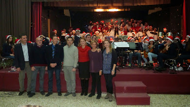 Photo: nella foto da sinistra: prof. A. Di Mauro (Chitarra), prof. S. Spina (pianoforte), maestro G. Ferrigno (coro scuola M. Rapisardi), prof. A. Fichera (sax), prof.ssa R. Loria (violino), prof.ssa M. Rubino (coro), prof.ssa M.G. Palermo (coro)