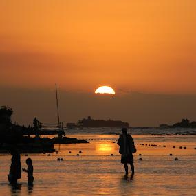 One Last Peek by Jason Asselin - Landscapes Sunsets & Sunrises ( vacation, sunset, tropical, glow, ogrange )