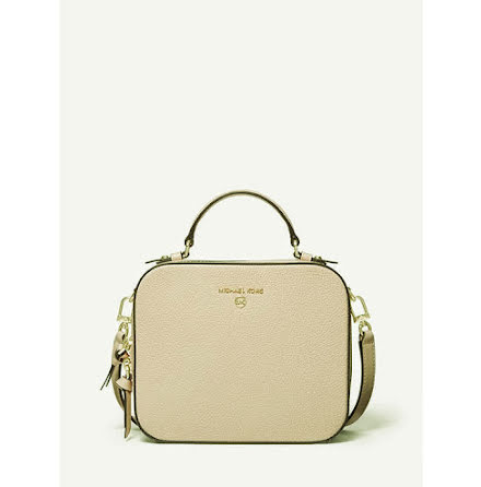 Jet Set Charm: Medium Crossbody, light sand