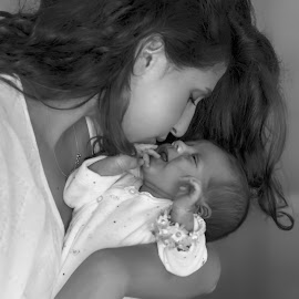 Motherhood by Gaby Halperin - People Maternity ( love, mother, black & white, contest, baby, motherhood, newborn,  )