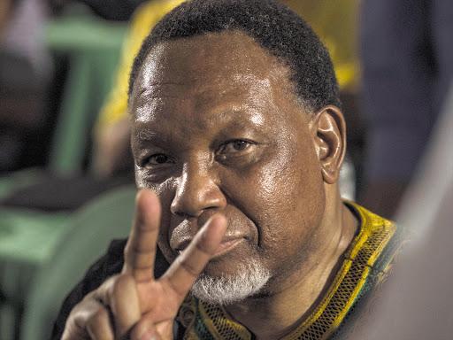 Motlanthe bestee die besteding aangesien voormalige presidente en afgevaardigdes sedert 2016 R60 miljoen gekos het - TimesLIVE
