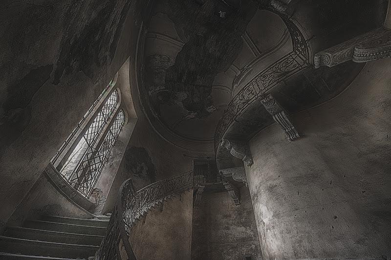 Cosa ti aspetta in cima alle scale... di Gianva