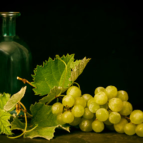 Grapes by Susan Pretorius - Artistic Objects Still Life