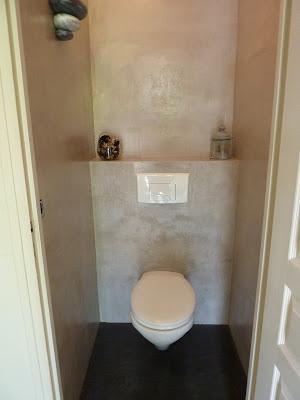 décorer ses wc avec du béton ciré beige en kit prêt à l'emploi à appliquer soi-même pour des toilettes design