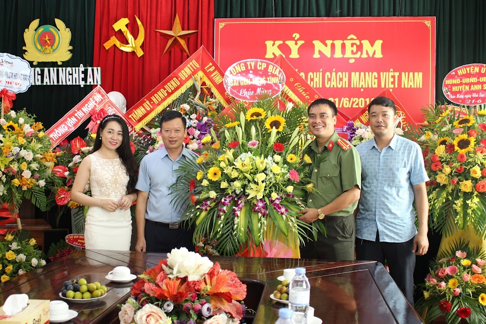 Công ty CP Bia Sài Gòn - Nghệ Tĩnh chúc mừng Báo Công an Nghệ An