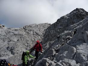 Photo: Atrás queda la cima, se ve el vértice geodésico