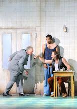 Photo: WIEN/ BURGTHEATER: DER REVISOR von Nikolaj Gogol. Premiere am 4.9.2015. Inszenierung: Alvis Hermanis. Falk Rockstroh, Fabian Krueger, Oliver Stokowski. Copyright: Barbara Zeininger