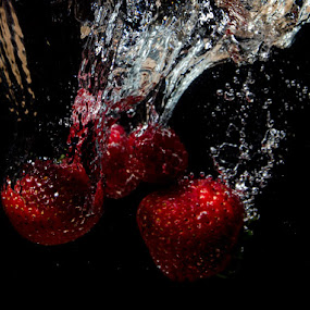by Jo Darlington - Abstract Water Drops & Splashes