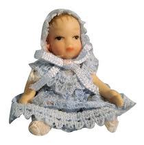 Baby i blå klänning