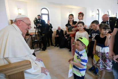 Blaj, Romania: Đức Thánh Cha khen ngợi những giá trị gia đình và sự sống của cộng đồng Roma
