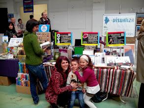 Photo: Otras tres flores junto al stand de Vidas Contadas en la Feria de Economía Solidaria de Navarra.