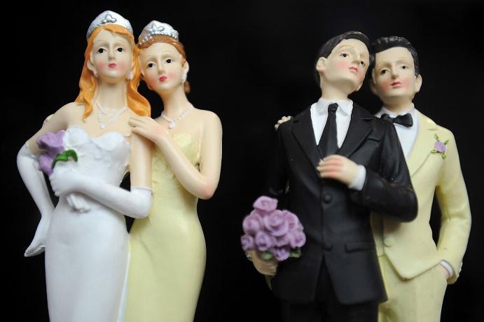 Imagen que contiene ropa, persona, boda, parado  Descripción generada automáticamente