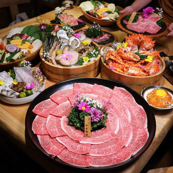 頂級和牛海鮮鍋物,暮藏和牛鍋物,頂級和牛高檔海鮮食材饗宴,還有全程專人桌邊服務!