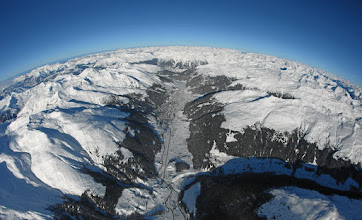 Photo: DAVOS-KLOSTERS/SWITZERLAND, 25JAN09 - Aerial photo of Davos, the biggest tourism metropolis of the Swiss alps, captured shortly before the opening of the Annual Meeting 2009 of the World Economic Forum in Davos, Switzerland, January 25, 2009.    Copyright by World Economic Forum swiss-image.ch/Photo by Andy Mettler