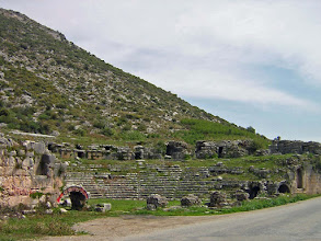Photo: Limyra, Roman theater alongside the road .......... Limyra waar het Romeinse Theater gewoon langs de weg ligt.