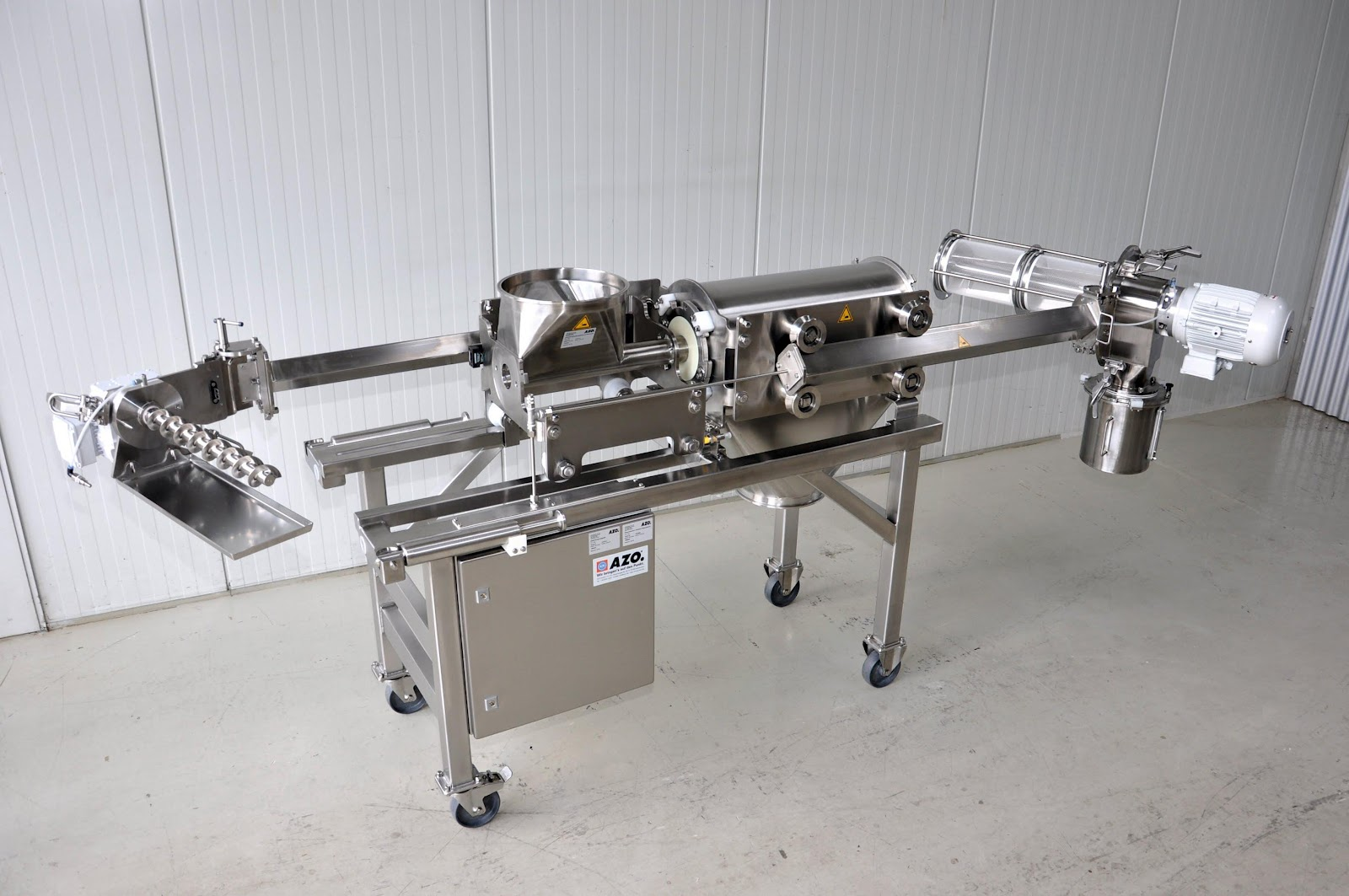 DA screener equipped with easy-to-use quick clamps for easy access to the screen cage for cGMP compliance