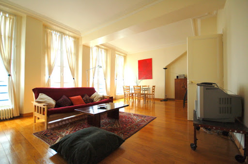 2 Bedroom Family Apartment in Louvre and Les Halles living room
