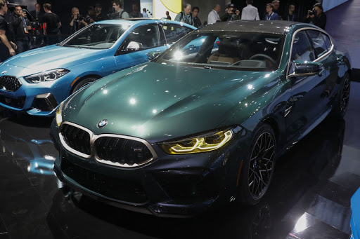 BMW bets on electric cars and increases battery orders