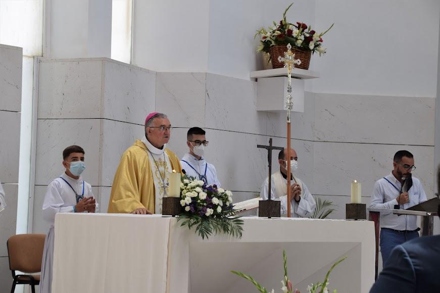 La eucaristía estuvo presidida por el obispo y concelebrada por cuatro sacerdotes más.