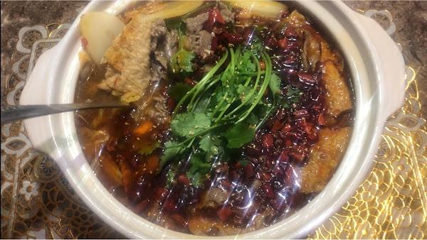魚新鮮 是現殺的 超級下飯口味獨特 沒想到三重還有這麼道地的川菜館 餐廳裡面很乾淨又舒服 份量多很喜歡