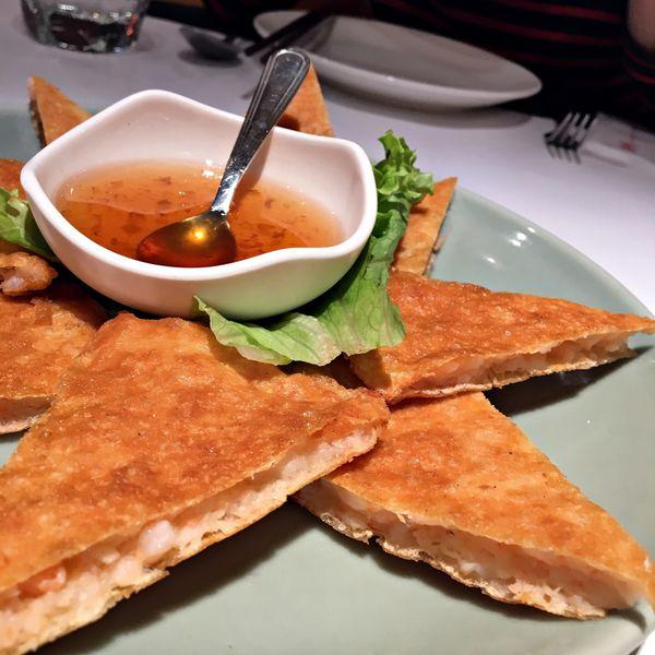 瓦城泰國料理,N訪也吃不膩的泰式,月亮蝦餅.綠咖哩椰汁雞.蝦醬空心菜.摩摩喳喳.冬粉鮮蝦煲 樣樣經典樣樣好吃 ( 台中新光三越10F )