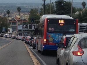 BRT in via Gravina, corsia non utilizzata