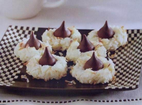 Hershey's Kisses Macaroon Cookies Recipe
