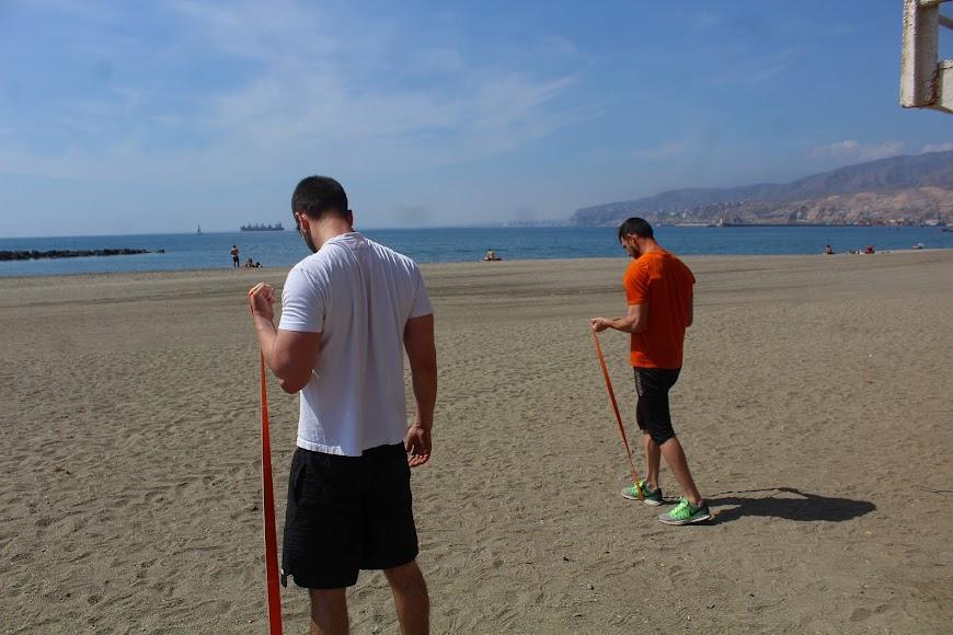 Haciendo deporte en la Playa del Zapillo.