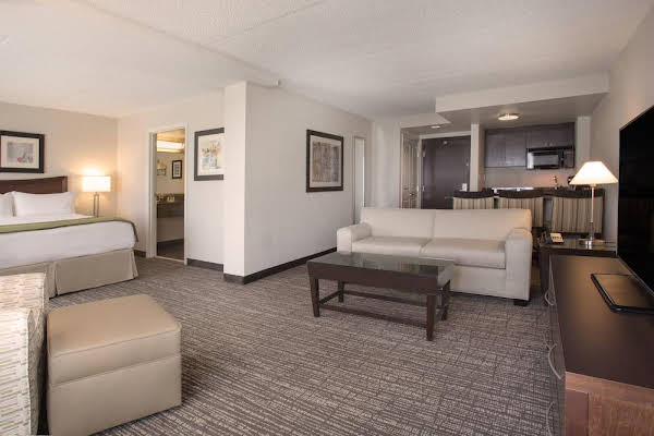 Holiday Inn and Suites Scottsdale North Airpark