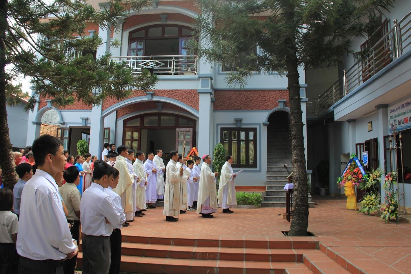 Giáo xứ Ngạn Sơn: Thánh lễ Bổn mạng và Làm phép Nhà mới - Ảnh minh hoạ 5