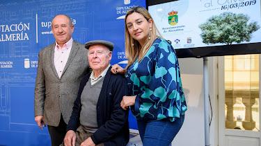 Juan Bautista Morales con la diputada María del Mar López, y del alcalde, Antonio Torres.