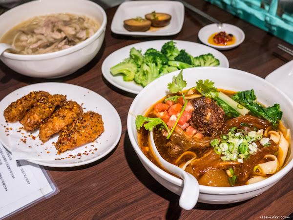 台北宵夜美食:18冠軍牛肉麵,通化夜市六張犁站營業到凌晨2點的夜店紅燒口味牛肉麵