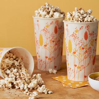Apple Streusel-Spiced Popcorn