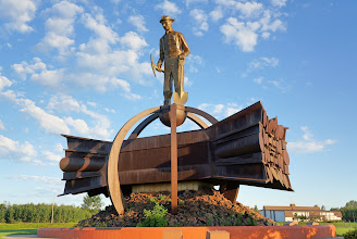 Photo: The Iron Man himself is made of copper brazed with brass, while the base is made of corten steel, which gradually turns to a deep redish-brown color.