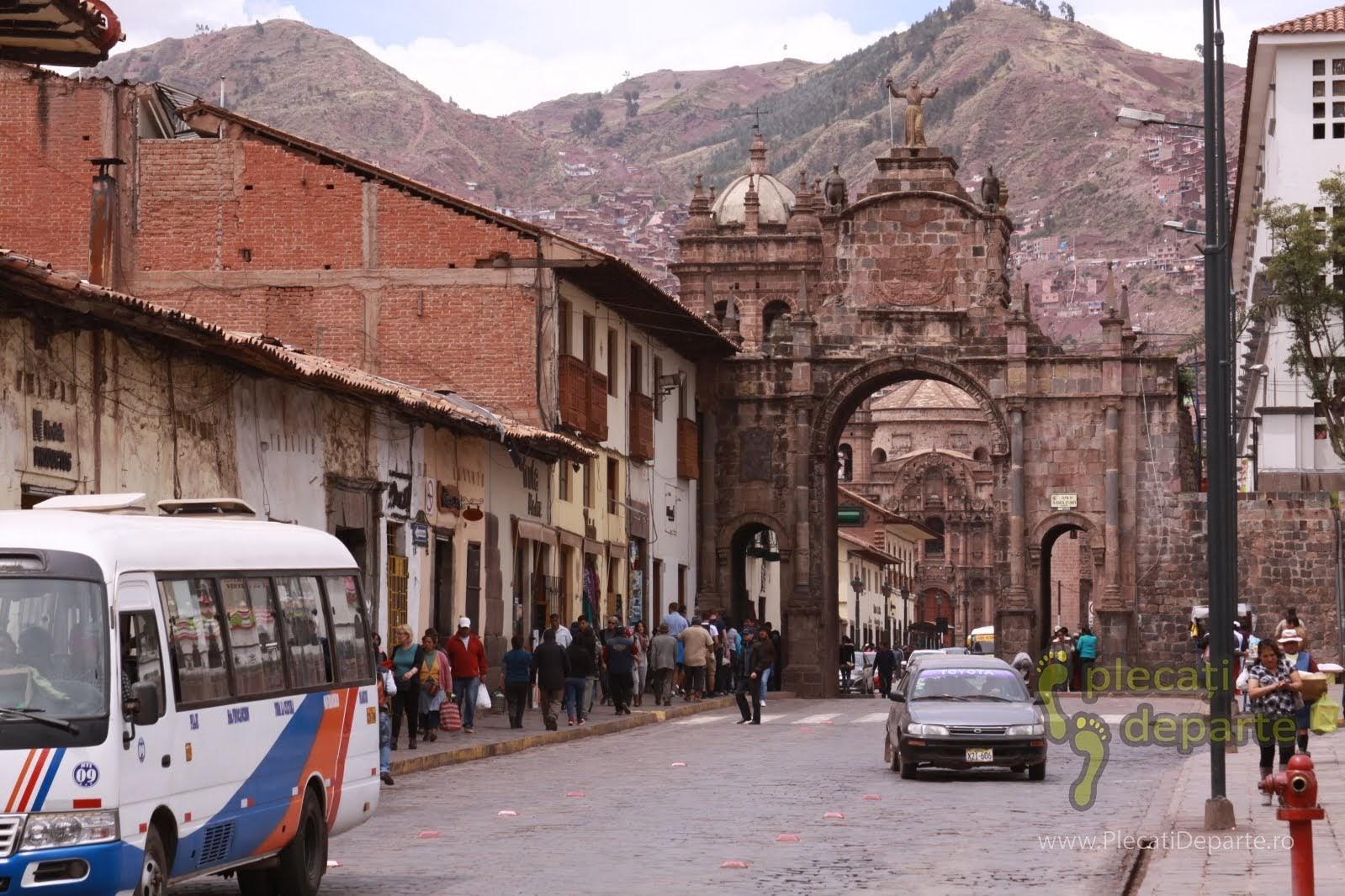 Plaza San Francisco spre Mercado San Pedro, in Cusco, Peru