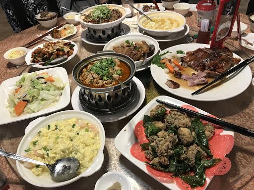 老字號餐廳!出菜速度非常快!餐點也很好吃,尤其是大肥鵝跟苦瓜蒸大腸,珂仔酥跟水煮牛普普