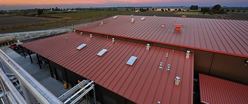 Mái tôn đa dạng màu sắc làm tăng vẻ đẹp cho công trình