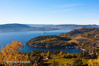 Photo: Drammensfjorden surrounded by autumn colors