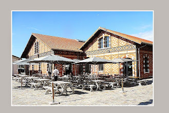 Photo: Hangars de brique reconvertis