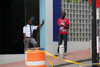 Photo: Puerta de un banco