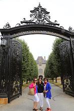Photo: Campus của trường Đại học Salve Regina trước đây là một trong những toà lâu đài cũa các nhà quý tộc người Anh đầu tiên di dân đến Mỹ sau này đựơc xem là những ngừơi tiên phong thành lập vùng đất New England gồm 13 bang của Mỹ, một số lâu đài khác chỉ để cho du khách viếng cảnh.
