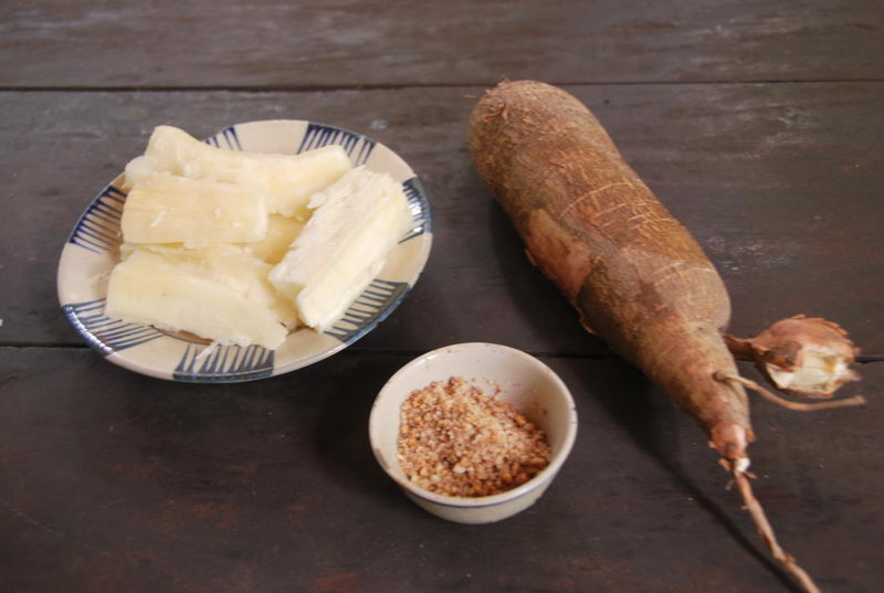 Enjoy cassava and tea during the trip