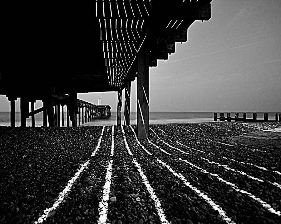 Pier at night by Ross Munro - Landscapes Beaches