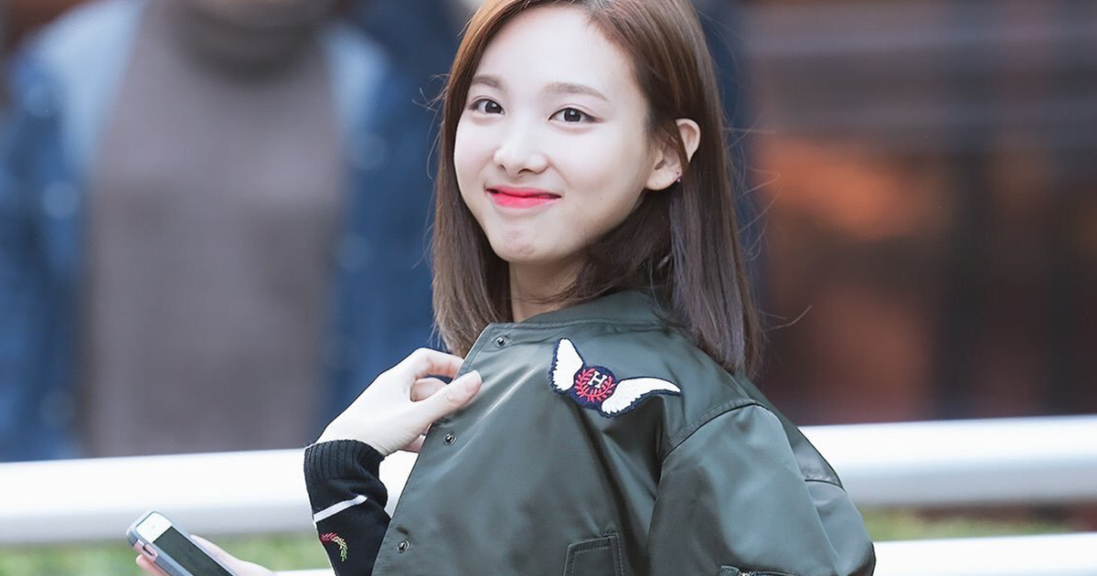 How To Look Good While Traveling Dress Like Nayeon 10