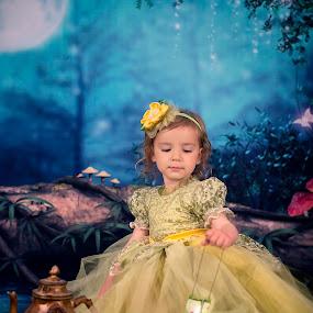 The moon by Lazarina Karaivanova - Babies & Children Child Portraits ( moon girl )